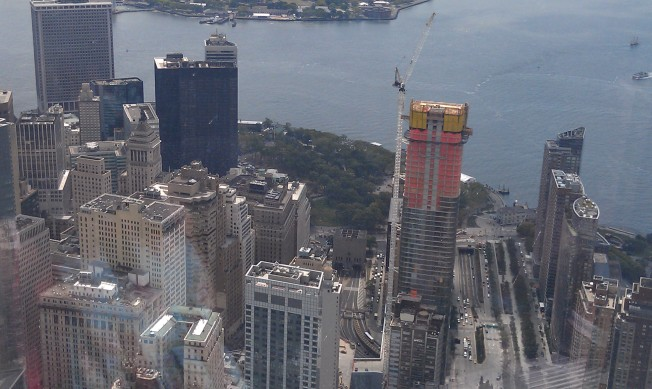 The southern end of Manhattan in the Wall street area. The green area in the middle is Battery Park.